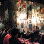 Le Lèche vin, un bar qui a une personnalité affirmée à l'image des Nanas d'Paname.