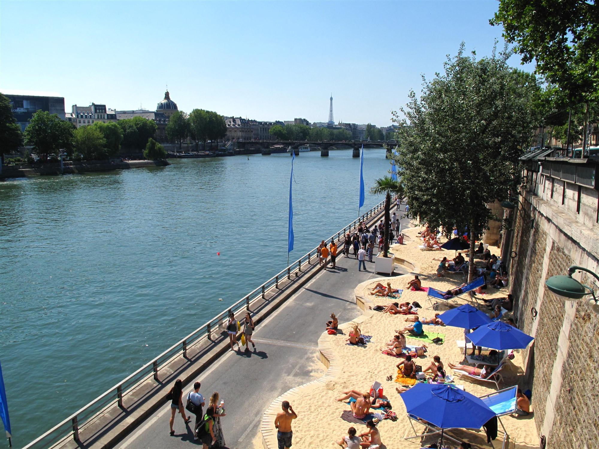 Paris_Plages_from_Bridge
